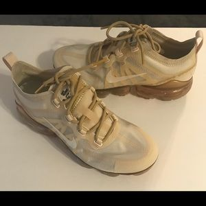 Nike Vapor Max Gold/Creme Running Shoes 8.5